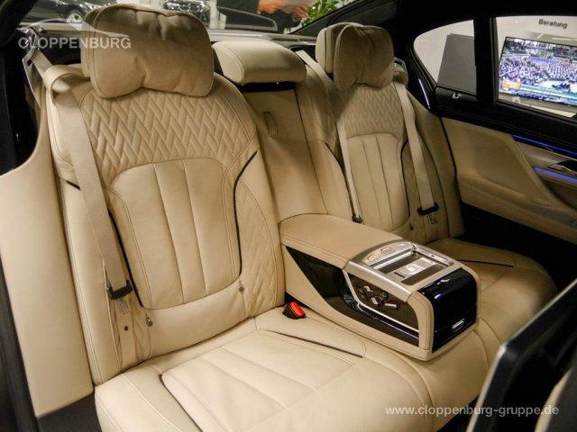 BMW M760Li xDrive Limousine Ferngesteuertes Parken