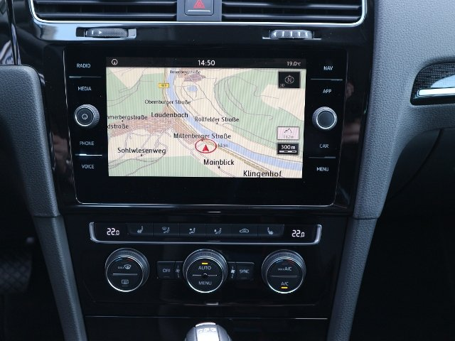 VW Golf VII 2,0 TDI DSG Highline KLIMA LED NAVI ALU