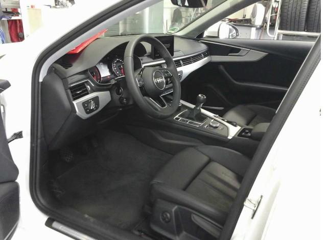 Audi A4 Avant 2.0 TDI S-line LED Navi Leder GRA LM PDC