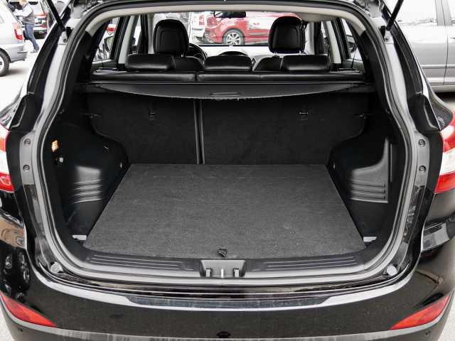 Hyundai ix35 1.7 CRDi 2WD FIFA World Cup Edt. SILVER AHK Klima-AT Teilleder PDC