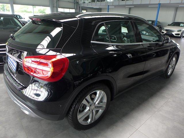 Mercedes-Benz GLA 220 d 7-G Urban PANORAMA-XENON-NAVI-SHZ-PTS