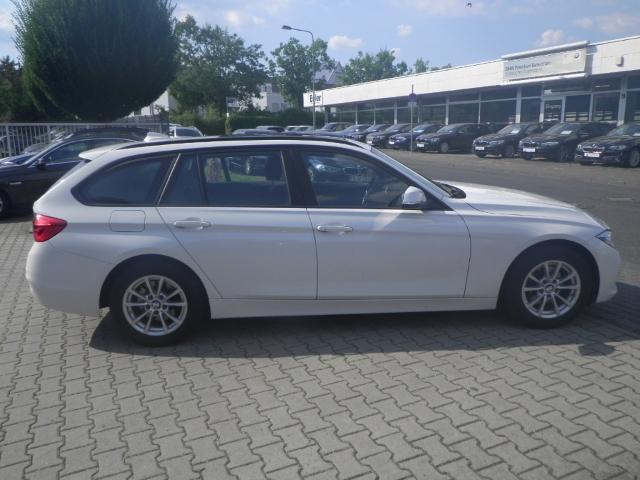 BMW 320 d A Touring (Navi Headup Klima Schiebedach)